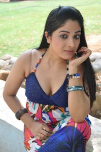 Actress Avanika Hot Cleavage Show Photos Gallery 3