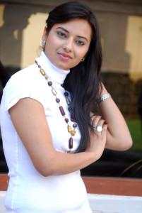 Actress Isha Chawla Cute Photos Gallery 6
