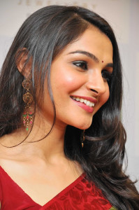 Andrea Jeremiah Latest Photos Gallery in Saree 3