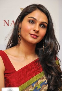 Andrea Jeremiah Latest Photos Gallery in Saree 6