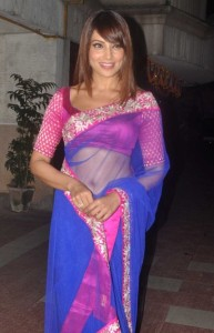 Bipasha Basu Latest Sexy Saree Photos Gallery 1
