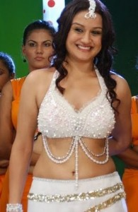 Sonia Agarwal Hot Navel Photos in Oru Nadigaiyin Vakkumoolam Movie 1