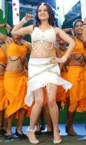 Sonia Agarwal Hot Navel Photos in Oru Nadigaiyin Vakkumoolam Movie 5