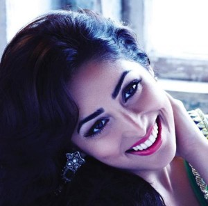 Yami Gautam Photoshoot For Hello India Magazine November 2013 (5)