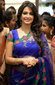 Kriti Kharbanda Kalamandir Showroom Launch Photos 1