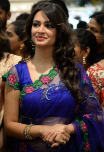 Kriti Kharbanda Kalamandir Showroom Launch Pictures 2