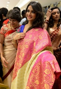 Kriti Kharbanda Kalamandir Showroom Launch Pictures 4
