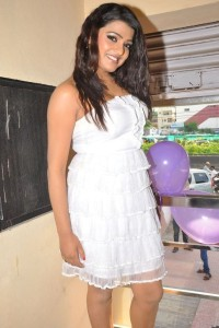 Tashu Kaushik Stills At Naturals Spa Launch 2