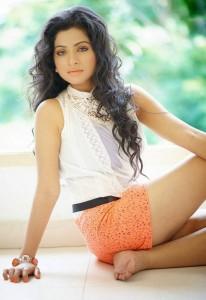 Actress Aishwarya Menon Spicy Stills