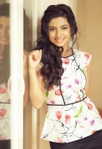 Aishwarya Menon Hot Sexy Photoshoot Photos 7