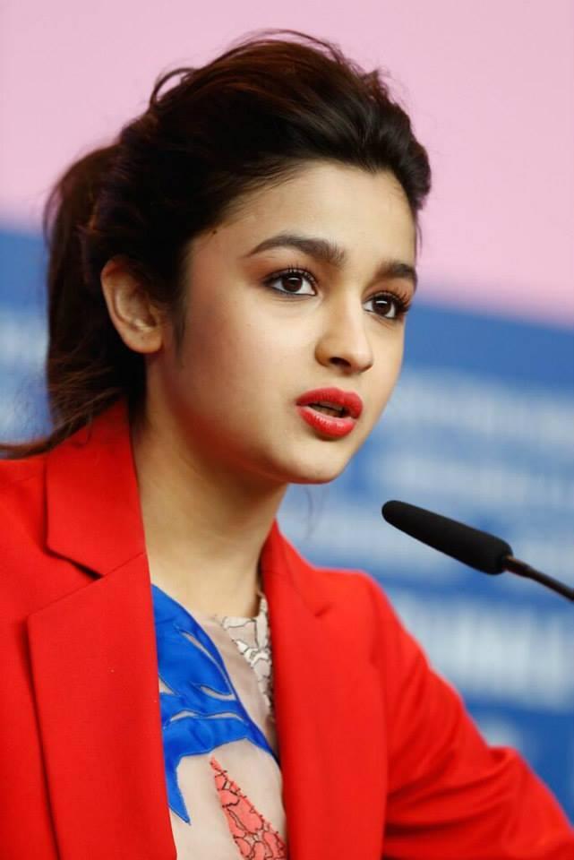 alia bhatt latest cute images at highway movie promotion