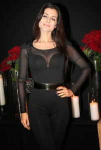 Ameesha Patel Latest Cleavage Show Images