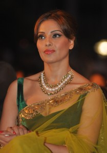Bipasha Basu Latest Hot Saree At IIFA Awards 2014 Press Conference Event