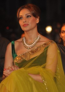 Bipasha Basu New Spicy Stills in Transparent Saree