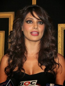 Bipasha Basu Hot Pics At Deepika Padukone Success Bash 6