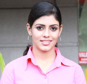 Iniya Photos From Kan Pesum Vaarthaigal Movie 4
