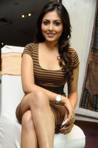 Bollywood Actress Madhu Shalini Hot Thighs Photos At Department Movie Press Meet
