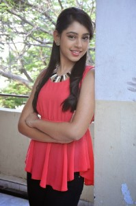 Niti Taylor Latest Cute Photos in Jeans 8