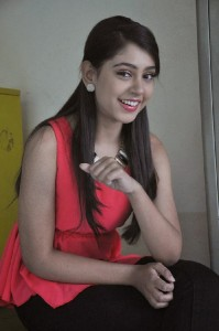 Niti Taylor Latest Cute Photos in Jeans 9