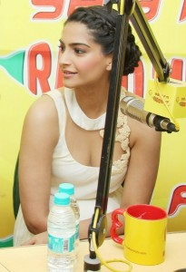 Sonam Kapoor Spicy Images in White Dress At Raanjhanaa Film Music Launch