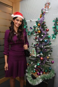 Sonam Kapoor Cute Smiling Pics At Christmas Event
