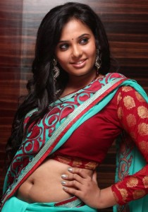 Aarushi Hot Navel Show Photos in Saree
