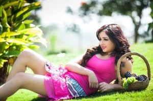Aavaana Hot Thighs Show Photos