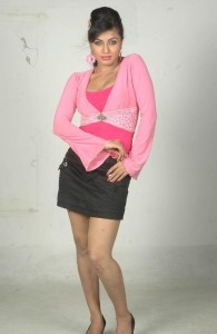 Aarthi Puri Thighs Show Pics in Mini Skirt