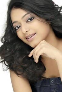 Janani Iyer Cute Photoshoot Pictures