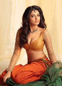 Akshara Gowda Hot Cleavage Show Pics