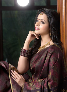 Bhavana Sexy Saree Stills Gallery