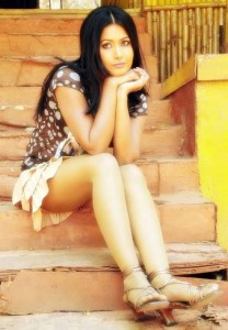 Actress Divya Diwedi Hot Thighs Show Pictures