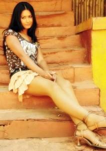 Divya Diwedi Sexy Thighs Photos