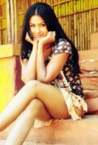 Divya Diwedi Thighs Show Images