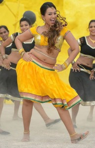 Ester Noronha Navel Images in Bheemavaram Bullodu Movie