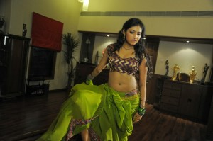 Haripriya Hot Navel Show Pictures in Saree