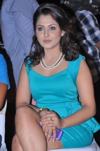Madhu Shalini New Sexy Thighs Show Pictures