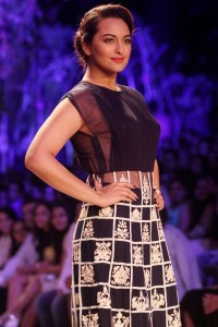 Sonakshi Sinha Latest Pics At Lakme Fashion Week Summer Resort 2014
