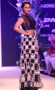 Sonakshi Sinha At LFW Summer Resort 2014 Pictures