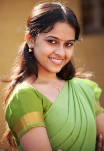 Sri Divya Sexy Half Saree Photos in Varutha Padatha Valibar Sangam Movie 2