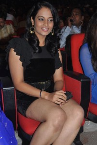 Suja Varunee Thighs Show Photos At Nagavalli Movie Audio Launch 4