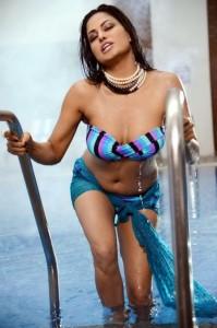 Veena Malik New Bikini Pictures