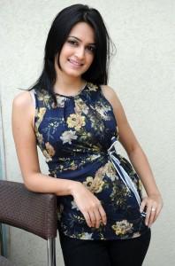 Kriti Kharbanda Cute Smiling HQ Stills