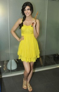 Kriti Sanon Latest Hot Legs Show Pics in Yellow Dress