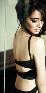 Shraddha Kapoor Sexy Pictures in Filmfare Magazine September 2014